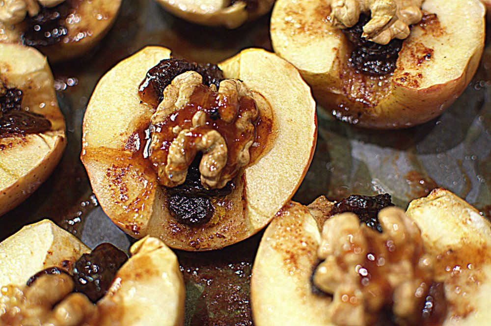 Apples Baked with Honey and Walnuts